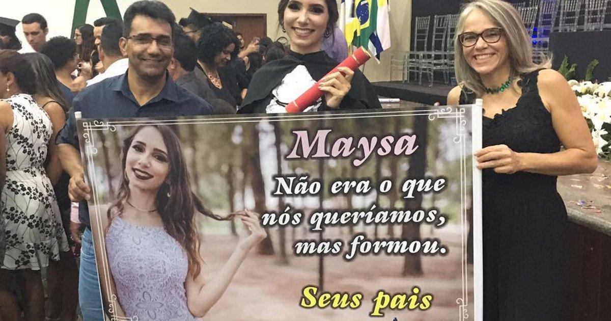 Pais levam faixa 'sincerona' à formatura da filha: 'Não era o que queríamos' https://t.co/BOq9SFIcuO