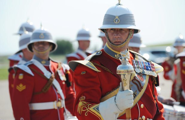 June 2017: The #Queen invited the #Canadian military to form her guard at Buckingham Palace in honour of #Canada150 ; #cdncrown #cdnpoli<br>http://pic.twitter.com/suwbbce19z