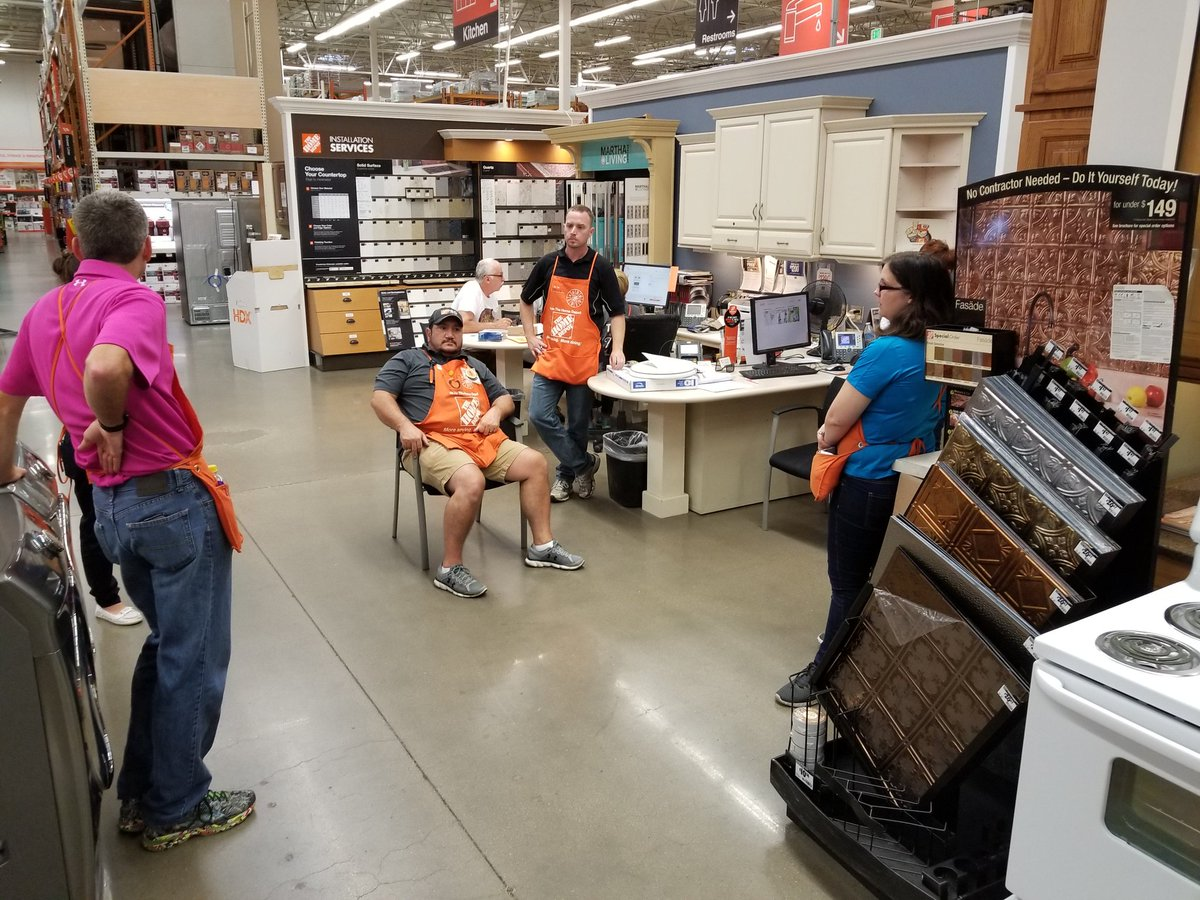 Colleen going over the focus points for specialty Tuesday after our #Training from service providers Bath Envy! @HDLutz @Linville2003<br>http://pic.twitter.com/DhBIstz1sB