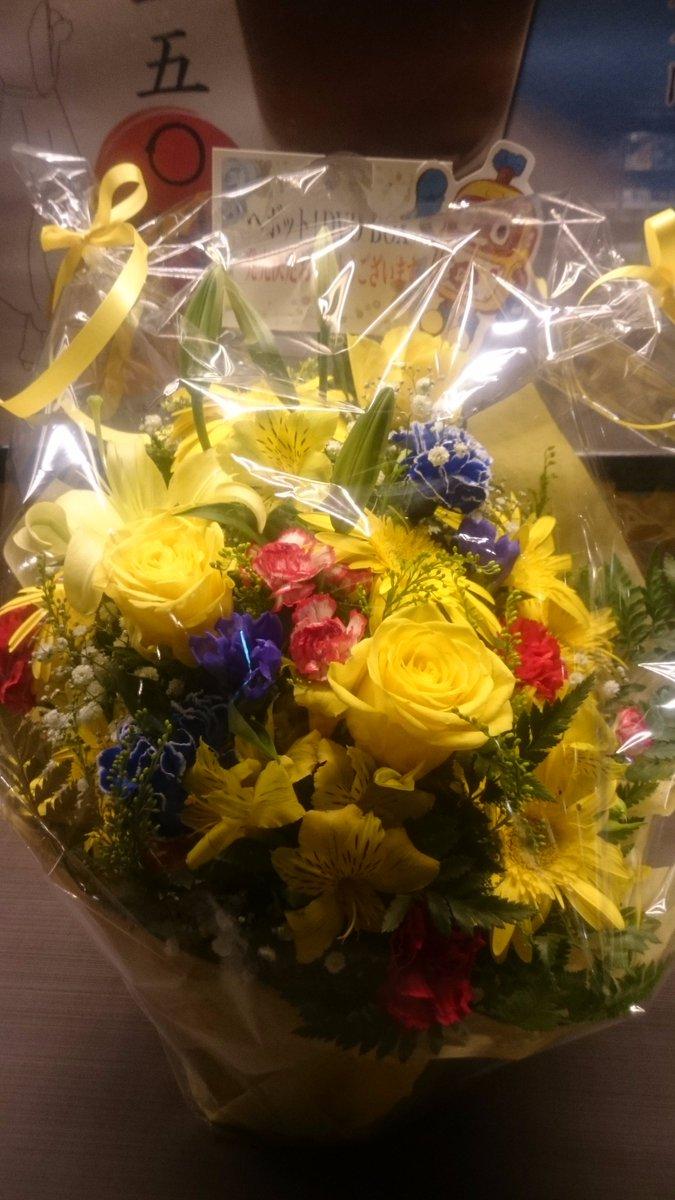 昨晩のサンフェス「ヘボット!」上映会、こんなキレイなお花を頂きました。ありがとうございました。石平監督にお持ち帰り頂きました。喜んでおられましたよ。(^^)#sunfes #ヘボット