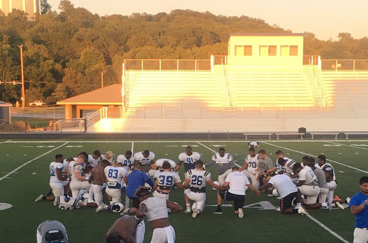 Thankful to lead an awesome group of men. Our D Line daily prayer! All glory to God!! #JesusName #Amen <br>http://pic.twitter.com/vneECtFJZg