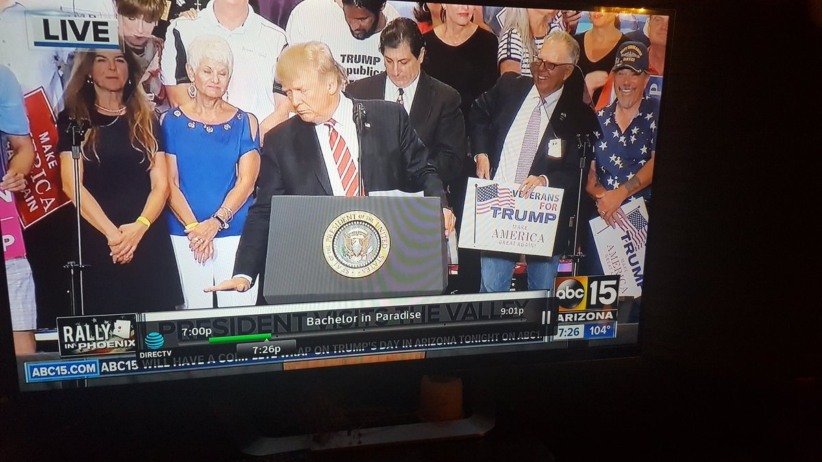 Next rally will he need ppl w signs behind him saying,  &quot;Short People for Trump&quot;?   #GeorgeStephanopoulos #ME @IselaBlancAZ @yvonnewingett<br>http://pic.twitter.com/2e0FxnkClI