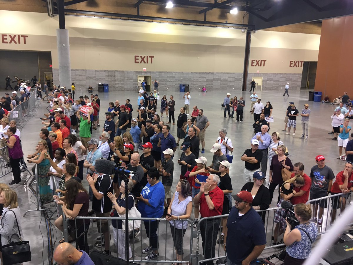 Packed up front but room in the back #TrumpinPhoenix https://t.co/I2aEief01q