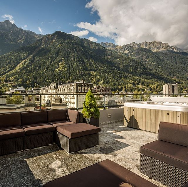Jacuzzi with a view  #frenchalps #travel #voyage #vacances #luxury #france #chamonix #wanderlust #picoftheday #ten80<br>http://pic.twitter.com/XWoxdk6Rp5