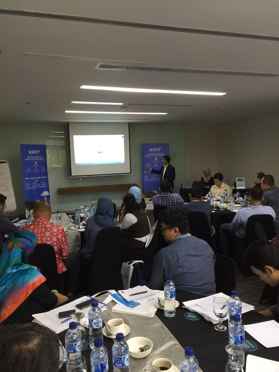 [Happening Now] Glimpses from @KPIT &amp; @Oracle experts presenting at the #Logistics Day Event in Jakarta, Indonesia. @SCMOracle<br>http://pic.twitter.com/YK9CTntBJF