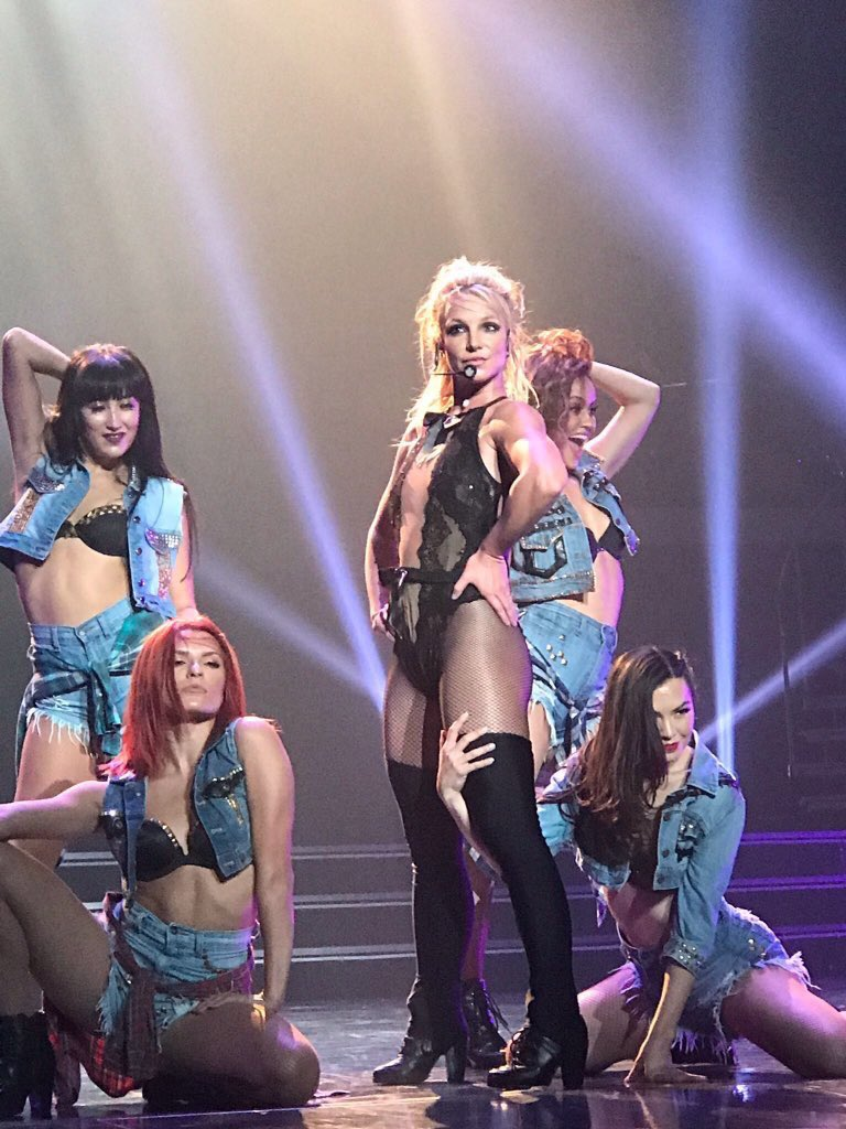 A week today I will be in the presence of a true queen #PieceOfMe #britney #GimmeMore<br>http://pic.twitter.com/mAm0wH9Y8Z