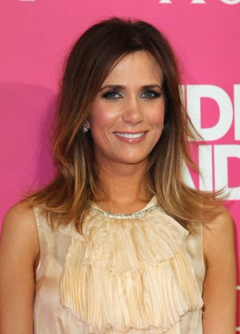 Let\s wish a very happy birthday to Kristen Wiig who plays on