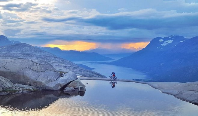#WanderlustWednesday Cycling with a view  Mountain biking in the Lofoten Islands © Andreas Tonelli #Norway #travel #MTB @Northern_Norway<br>http://pic.twitter.com/1SKBRAgyIQ