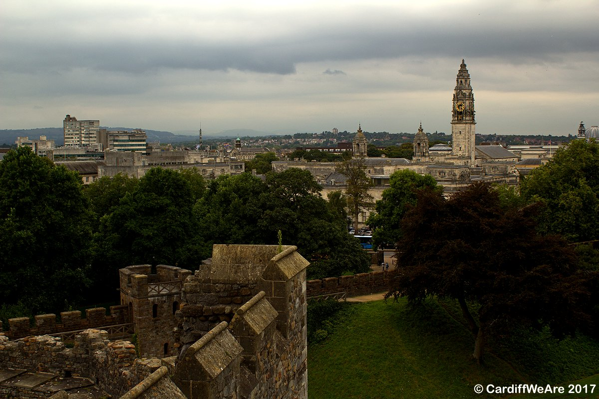 #Cardiff Castle has some fantastic views across the city, well worth a visit to the top! Here looking towards the City Hall #CardiffWeAre<br>http://pic.twitter.com/hF3GnzHVRx