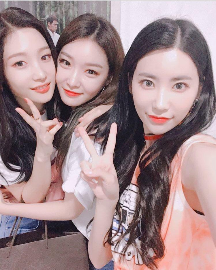 [TRANS] Huihyeon Instagram Update with Chungha  #Chaeyeon #Chungha #Huihyeon #LoveGeneration #CantStop #Showcase #ThankYou #  OMG  <br>http://pic.twitter.com/tWojft9YqK