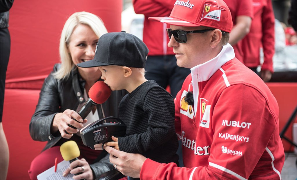 Kimi: Robin likes a car lot