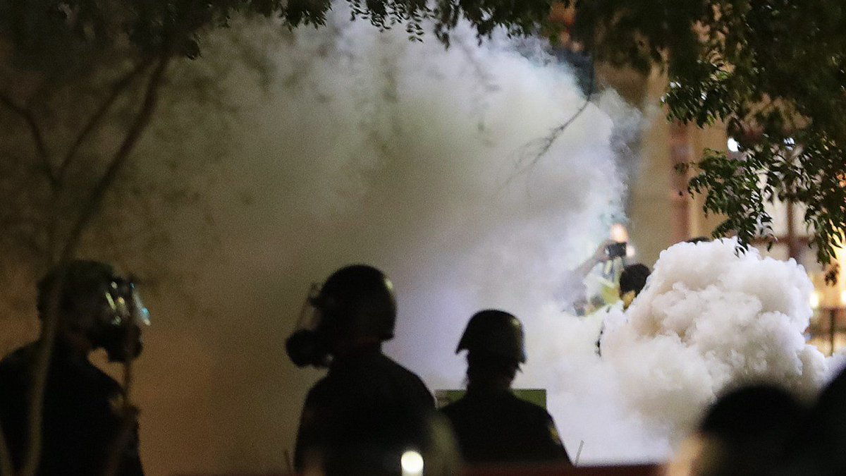 Trump's Phoenix campaign rally ends with streets full of tear gas https://t.co/EIYa7ATzwJ