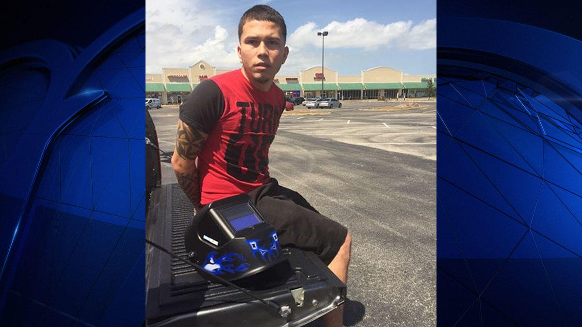 An auto theft suspect was arrested Monday after stopping to watch the eclipse, authorities say https://t.co/3kwlQoKux8