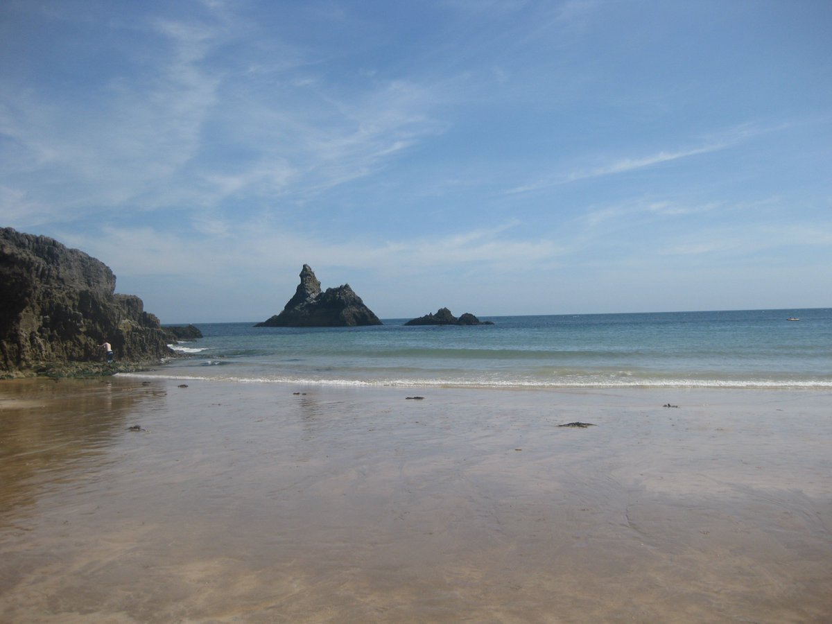 Summer has returned to #Pembrokeshire Farm #BandB  September brings empty beaches &amp; seal pups so come &amp; stay #Wales #weekends #holidays #bnb<br>http://pic.twitter.com/b3ZFPqXonx