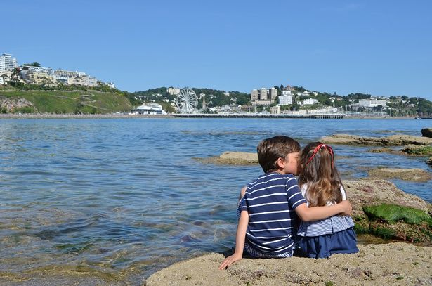 Great to see the #EnglishRiviera at number one in @MirrorTravel&#39;s destinations perfect for your 2017 #summer holiday  http://www. mirror.co.uk/lifestyle/trav el/british-breaks/best-cheap-british-holiday-destinations-7209604 &nbsp; … <br>http://pic.twitter.com/hLZU6tBSJJ