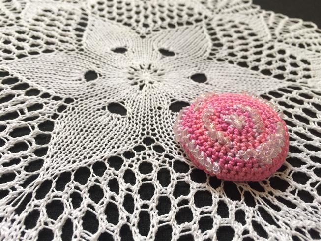 test ツイッターメディア - 猛暑が戻ってきた! クロスは放置民に... https://t.co/AkBlwIlSDL #ダイソー #ビーズ編み #くるみぼたん #crochet #coverdbutton https://t.co/o1zBFl0o5k