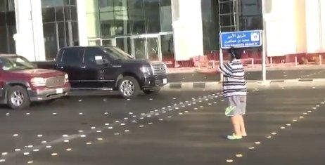 Adolescente é detido por dançar 'Macarena' no meio da rua na Arábia; assista  https://t.co/DIjJpDSpGo
