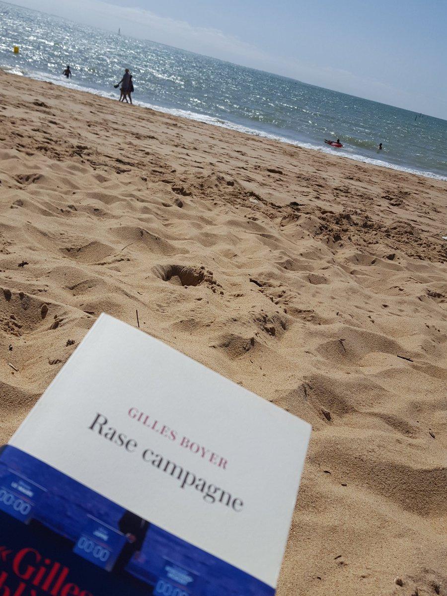Lecture a la plage cc @GillesBoyer