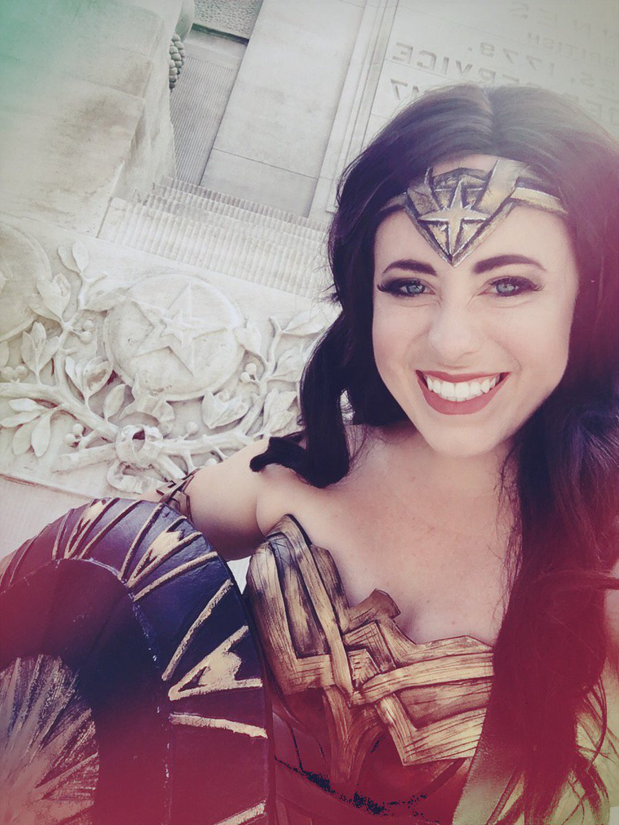 Cheesing with my Wonder Woman costume on! Can't wait to wear this again! #wonderwoman #cosplay <br>http://pic.twitter.com/hZ3L1VYG8T