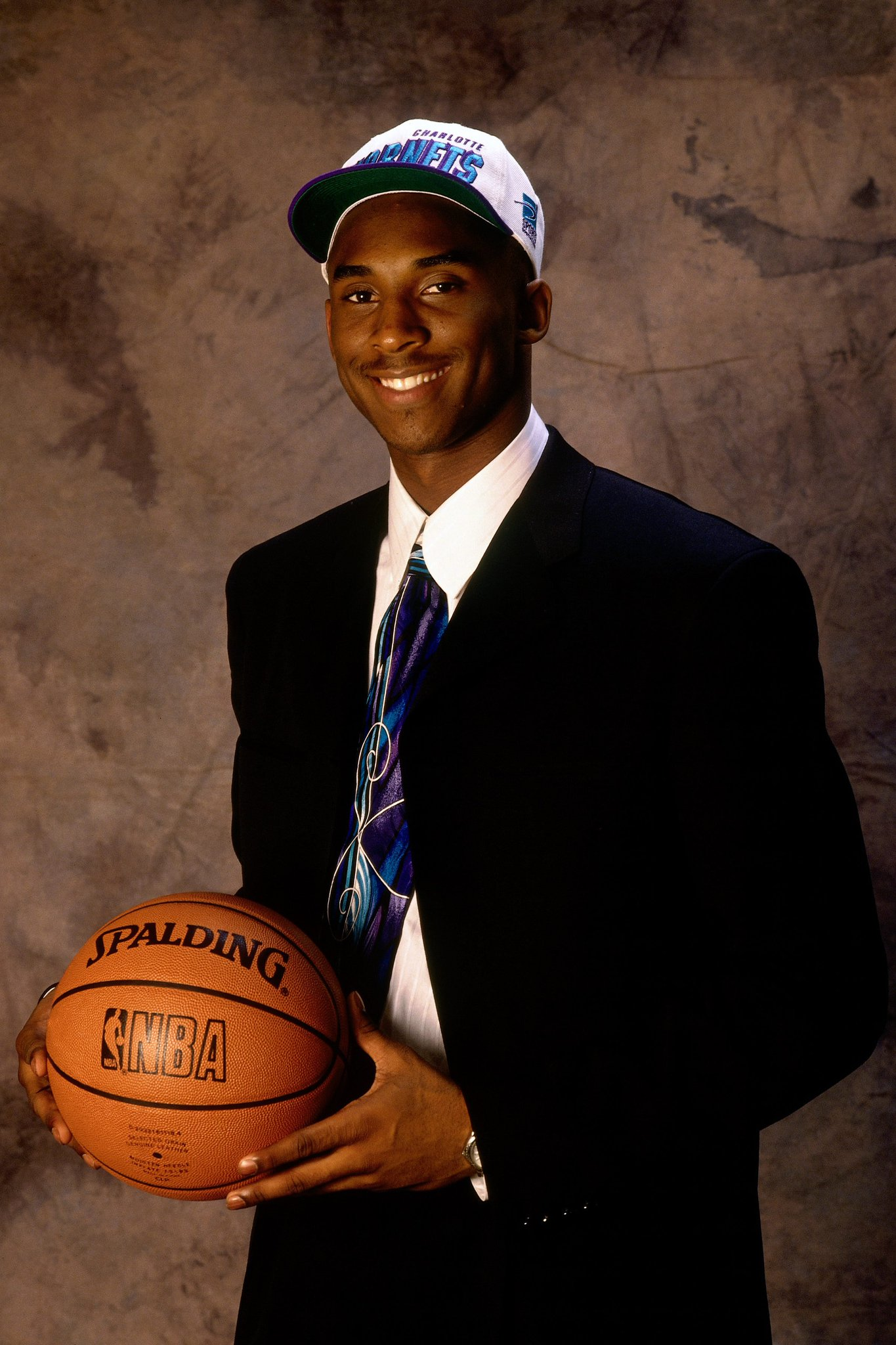 Happy 39th Birthday to @kobebryant, 13th overall selection in the 1996 #NBADraft! https://t.co/v2iWXQOIbd