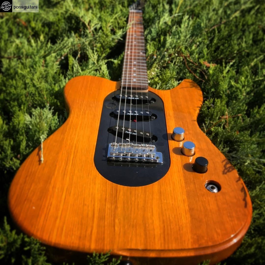 FEEL THE BLUES!!!!! #telecaster #tele #guitar #ponsguitars #pons #guitars #barcelona handmade #custom #workshop #customshop<br>http://pic.twitter.com/IQfoLQbfzo