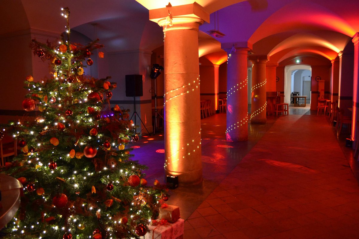 It&#39;s beginning to look a lot like Christmas (or at least time to think about booking Christmas parties)!  http:// conference-oxford.com/news-info/chri stmas-parties-at-the-ashmolean &nbsp; …  #eventprofs <br>http://pic.twitter.com/8R1c8mRvpr