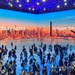 Galaxy Note 8発表後、LEDディスプレイのステージではしゃぐ各国プレス。 pic.twi…