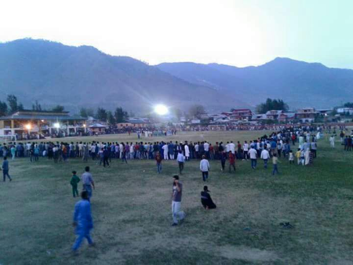 #FootballTakesOver! Day/Night #football match being organised at SK Stadium, Bandipora (J&amp;K). #Sports #India <br>http://pic.twitter.com/FoHaBf290f