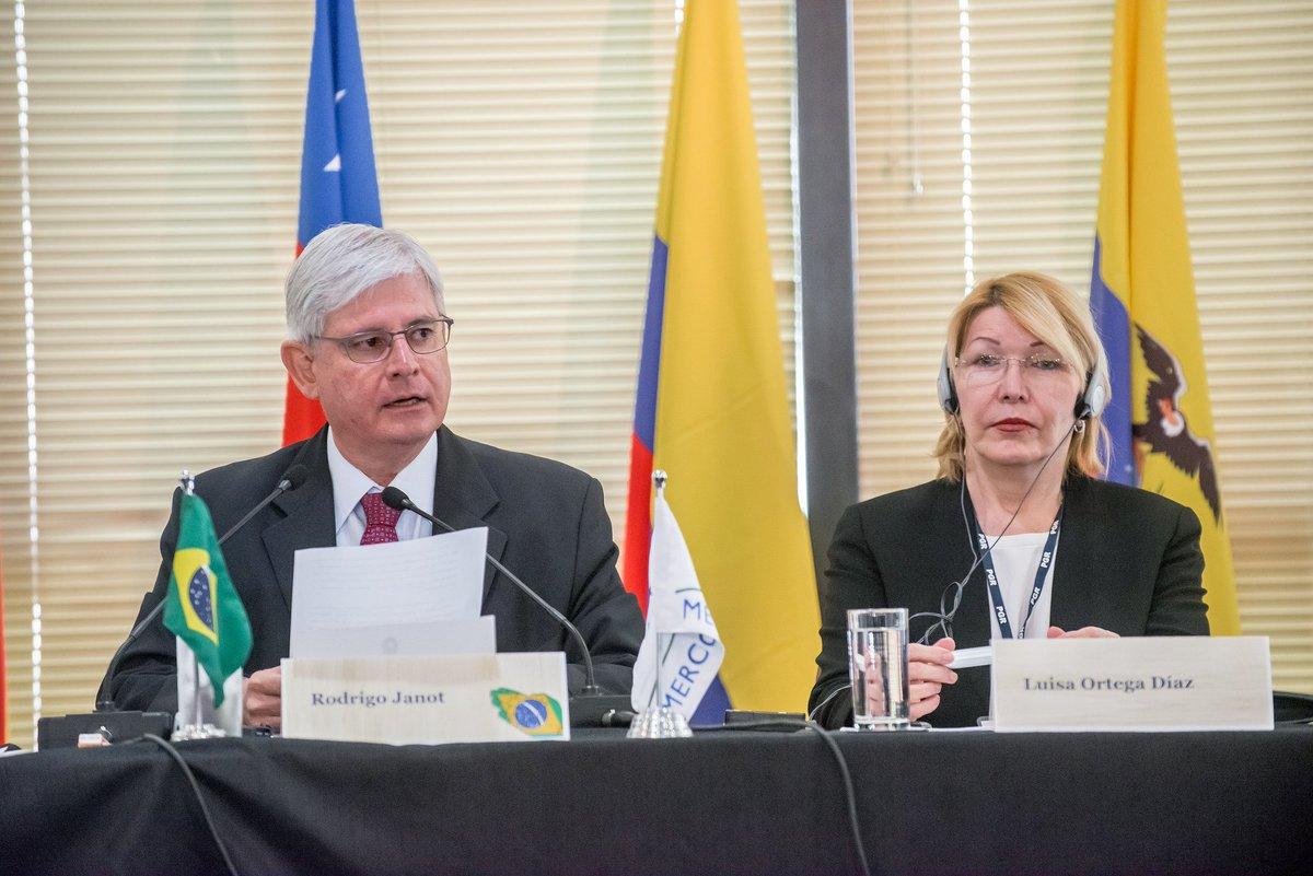 Destituição de procuradora venezuelana foi um 'estupro institucional', diz Janot → https://t.co/PxvWevvUXK
