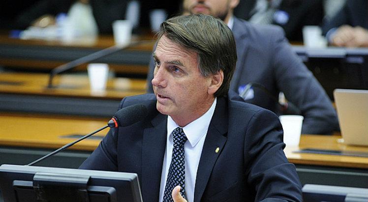 """Bolsonaro defende presídio agrícola na Amazônia para isolar detentos: """"Lá não tem telefone. É satélite"""" https://t.co/GwIQZ0iRoq"""