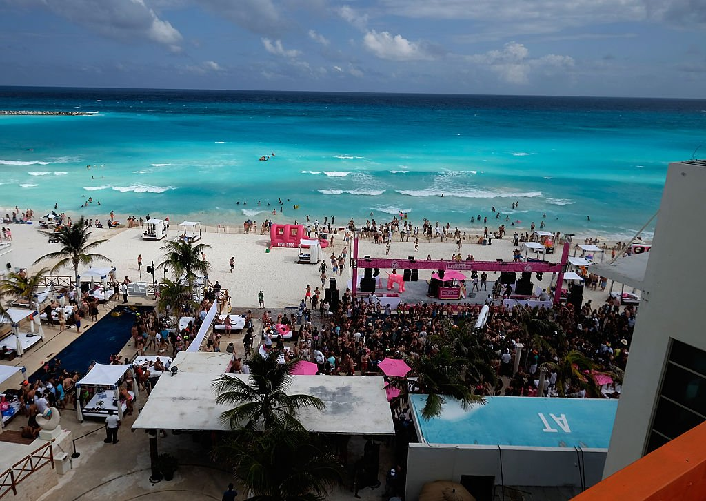 The U.S. has issued an advisory for citizens traveling to popular Mexican resort towns amid a rise in homicides https://t.co/NncK2qawFC