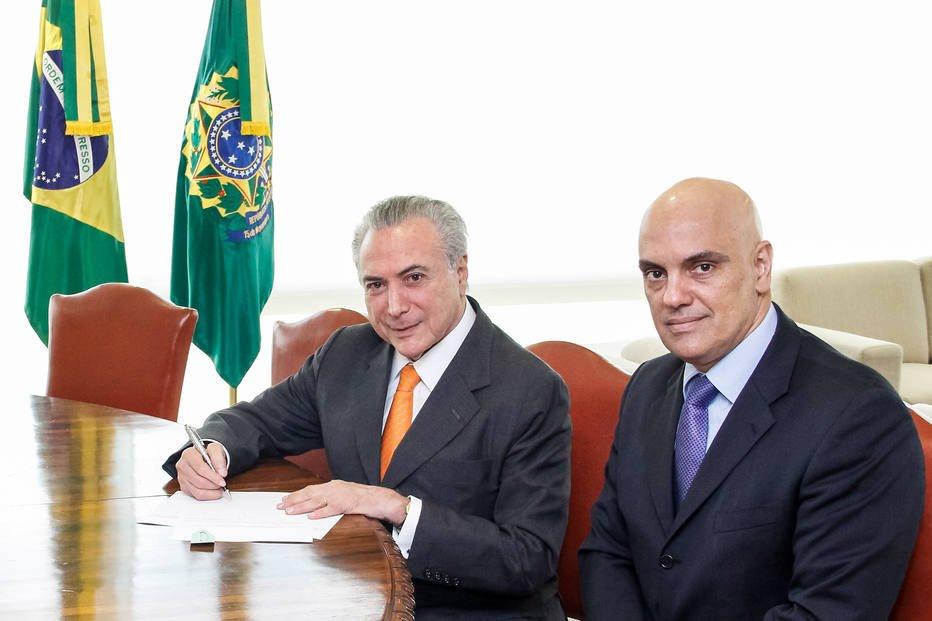 URGENTE: Alexandre de Moraes rejeita ações sobre de pedidos de impeachment de Temer https://t.co/085p42JP6u