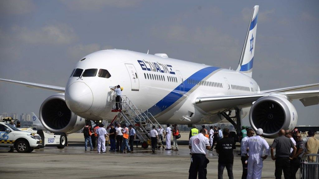 .@EL_AL_AIRLINES purchases its first #Dreamliner to keep up w/ #tourism demand, as 89% of #tourists #fly to #Israel  https:// buff.ly/2woHWbc  &nbsp;  <br>http://pic.twitter.com/ok6ZEFk7FS
