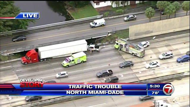 Golden Glades Miami-Dade : north partly blocked Golden Glades crash