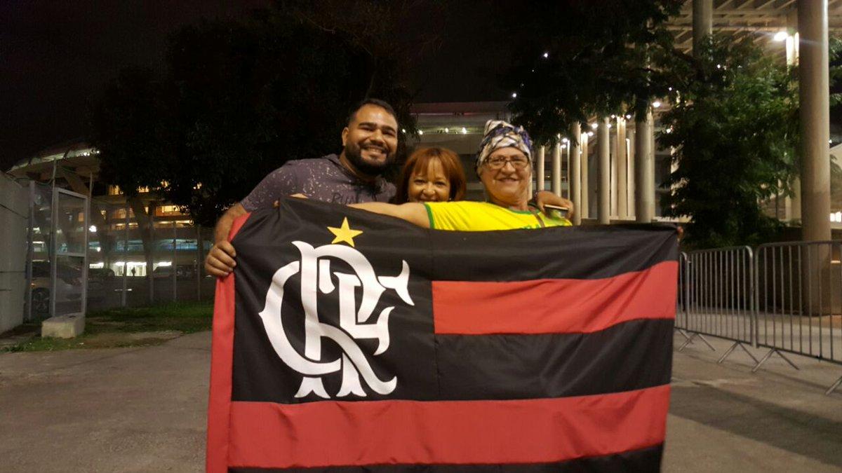 Enquanto isso no Maracanã, os primeiros a entrar no estádio aqui pela rampa da UERJ #SomosTodos Mengão!