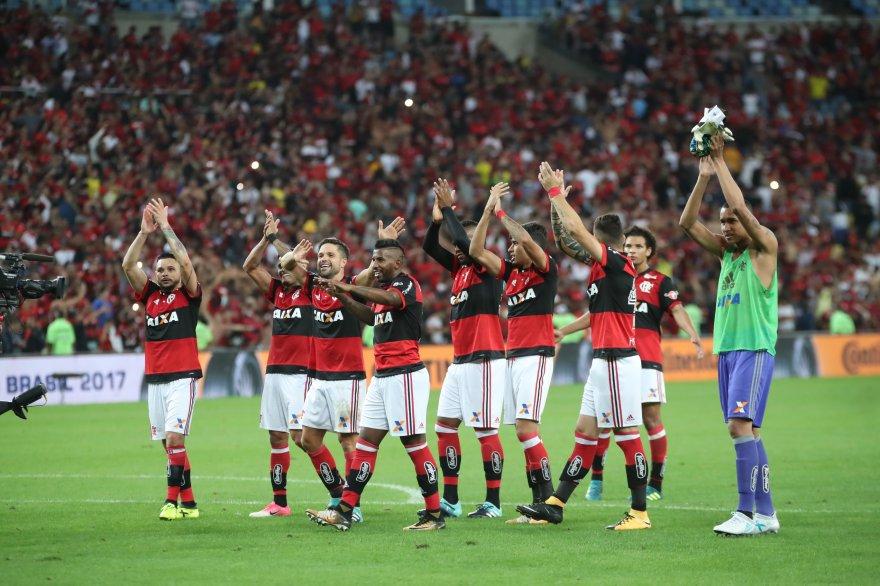 Obrigado pelo apoio, Nação! O Maracanã tremeu com a festa que só a Maior Torcida do Mundo sabe fazer! #VamosFlamengo