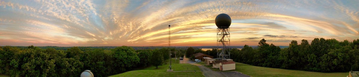Wow! Unbelievable #sunset at our office this evening! Photo by ITO Mike Davis #Nashville #tnwx<br>http://pic.twitter.com/Y4SDRwGuXc &ndash; bij National Weather Service