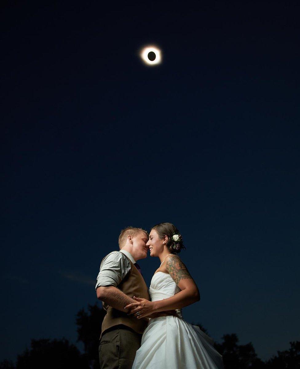 South Carolina photographer captures invaluable backdrop in wedding photos #wmc5 >>https://t.co/TryFEdc6WM