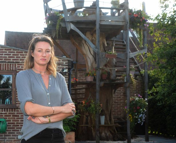 Woman forced to tear down £5,000 treehouse after complaining neighbour wins council battle https://t.co/dSTENcfVrz