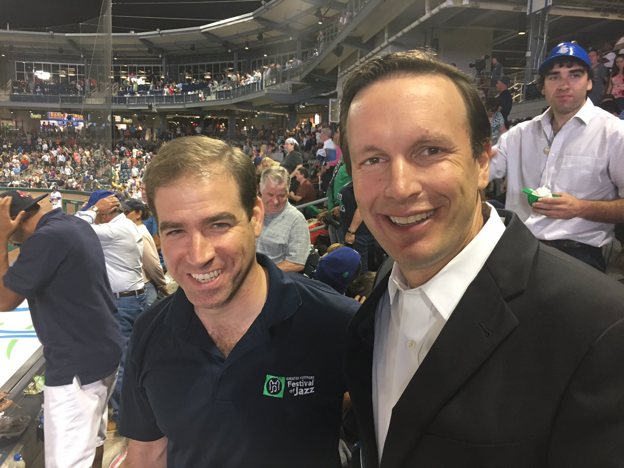 Hit the Yard Goats game tonight with my friend @MayorBronin. 8-4 loss but what an amazing stadium. Another sell out! https://t.co/Ca6nCPXWBI