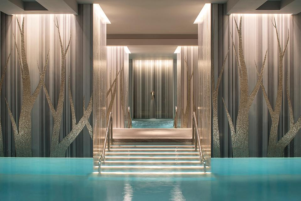 The @FourSeasons Hotel London at Ten Trinity Square boasts a 18,083-square-foot spa with an indoor vitality pool: https://t.co/gweMJLSWGc