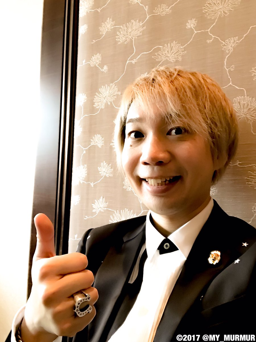 夢100にちなんで星柄が入ったセットアップを日本から持参。フラワーホールのバラは縁起の良い金色です!…