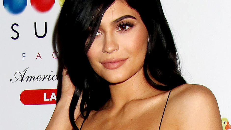 12 Big Breasts Celebrities In Hollywood - BakLOL
