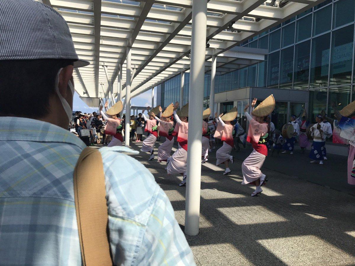 徳島空港でいきなり阿波おどり見れてラッキー&ハッピー。暑い中、ありがとうございます。
