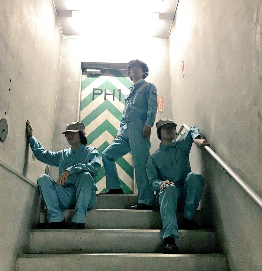 池袋西武の裏の階段があまりにもカッコいいので、思わずバンドのジャケットみたいに撮ってしまった。