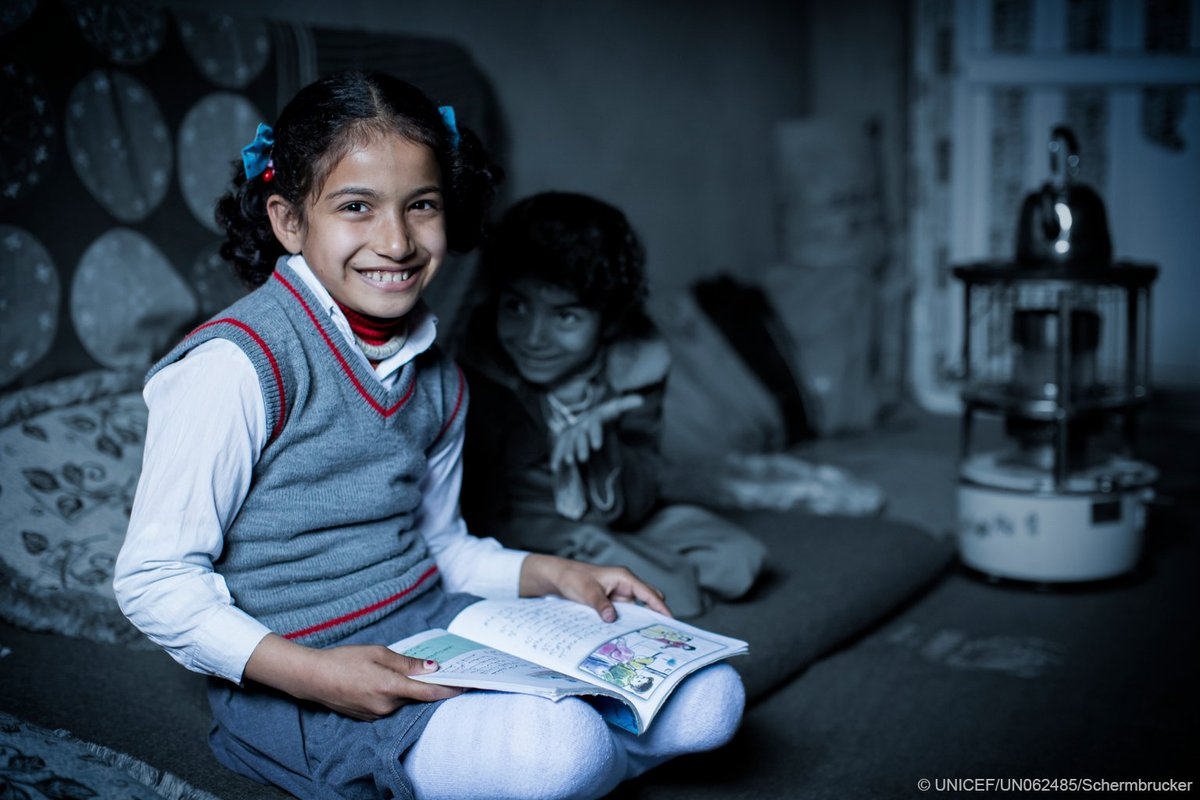 Govts must commit to keep refugee &amp; migrant children learning . RT to stand w/ #ChildrenUprooted #YouthDay <br>http://pic.twitter.com/qzyj11cdw8