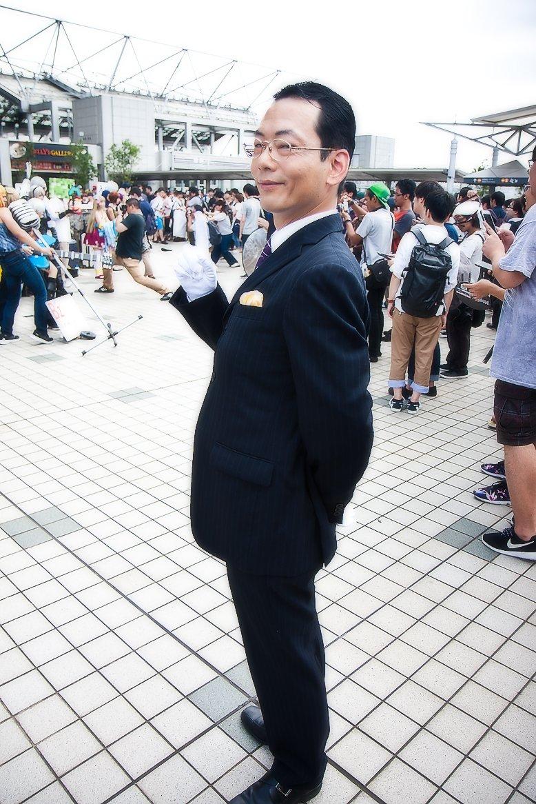 コミケ会場の警備に特命係の杉下 右京さんが来てました 杉下 右京:メヒャスキーさん(@mehyasuki) #C92 #C92コスプレ