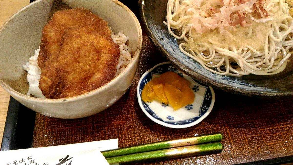 晩ご飯はソースカツ丼とおろしそば! 若狭塗の箸がきれいだった https://t.co/BZ2h1VB6LB