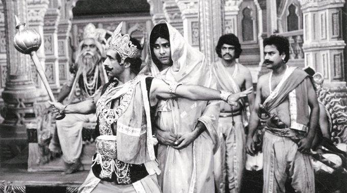 34 years of Jaane Bhi Do Yaaro! thoda khao. @haritbmehta @SaeedkhanTOI @SoumitraNGS tinsel town ma kundan ni sona jevi filam https://t.co/RvUCuHWGpv