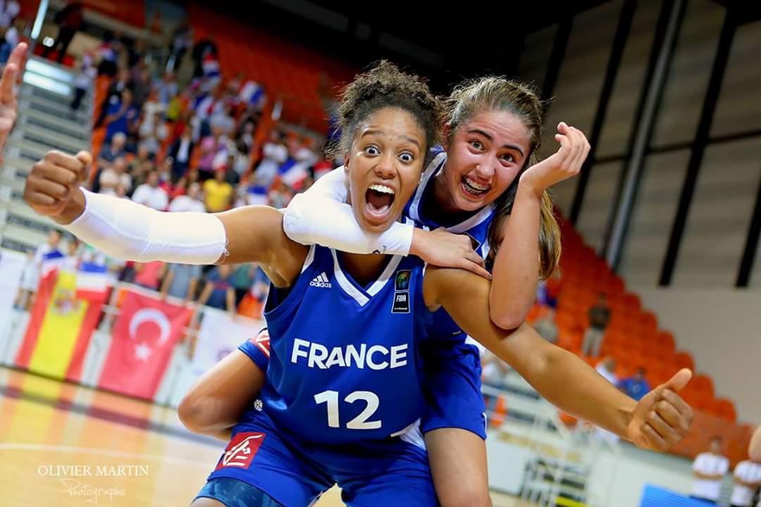 Iliana #Rupert et Marine #Fauthoux... les héritières ! #FIBAU16Europe #FFBBpic.twitter.com/TalMRSKRJU